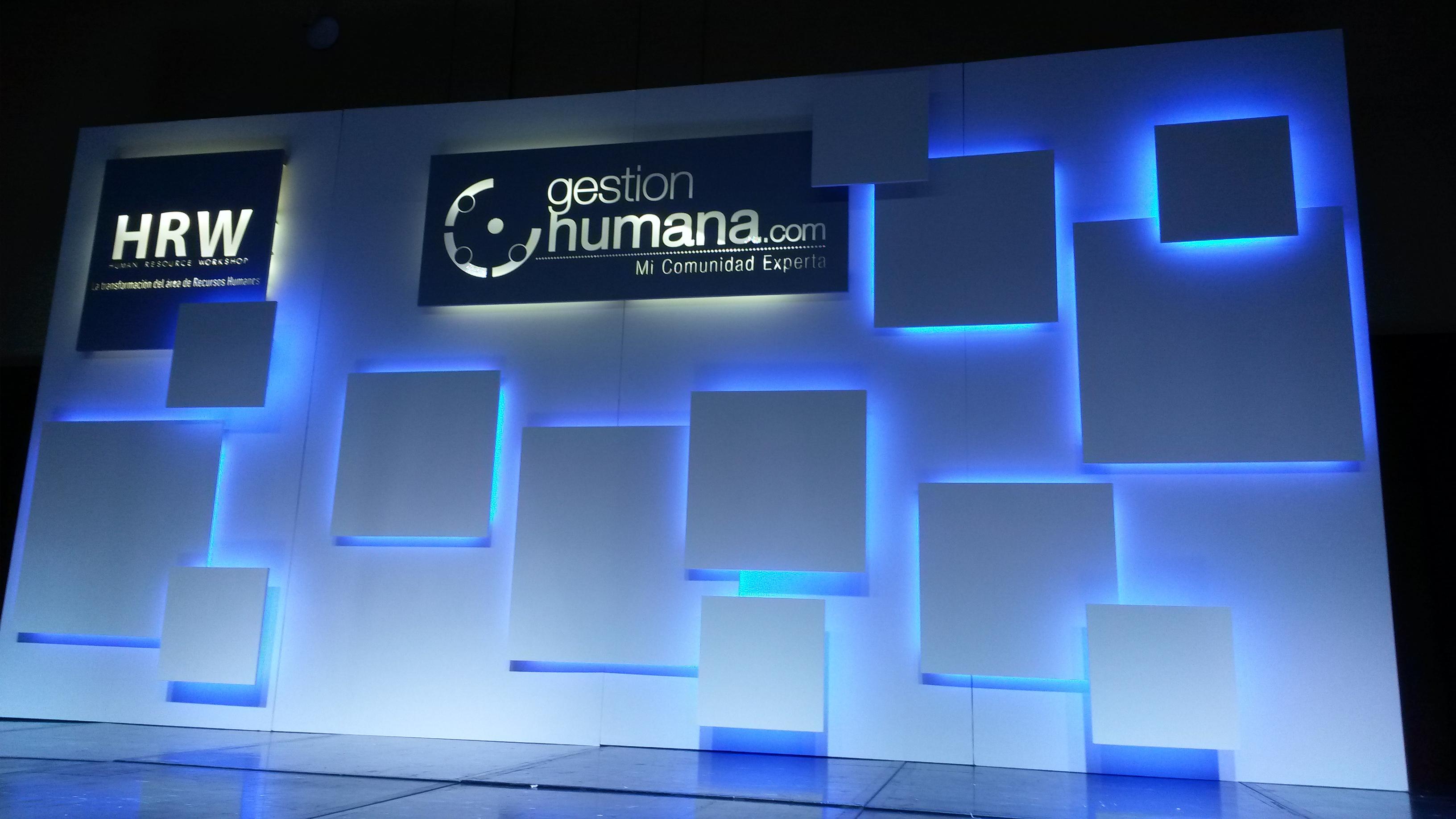 Escenario de la entrega del Premio a CCO Los Consultores