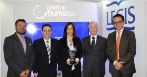 CCO Los Consultores con los organizadores del Premio