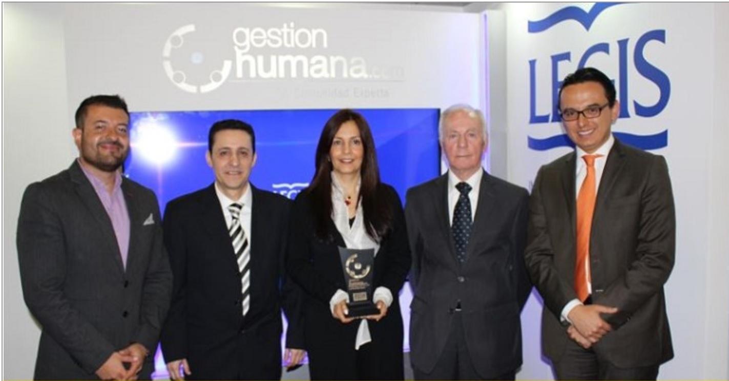 Foto CCO Los Consultores con los organizadores del Premio