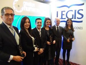 CCO Los Consultores con todos los ganadores del Premio