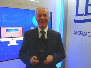 Jaime Eduardo Ortiz con el Premio 2015