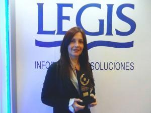 Martha C Rendón con el Premio 2015